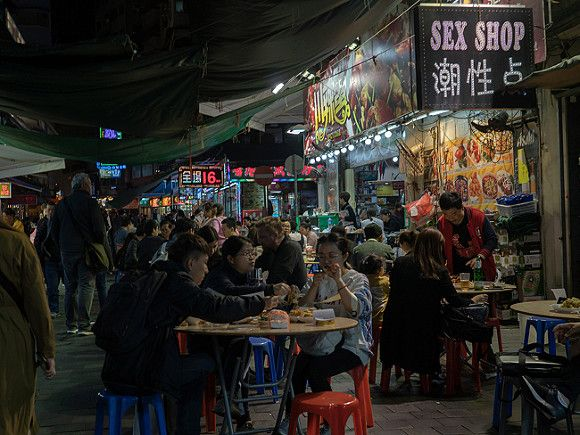 Каждому жителю Гонконга раздадут по $645