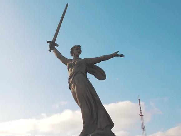Станцевавшего полуголым возле скульптуры «Родина-мать зовет!» студента отчислили