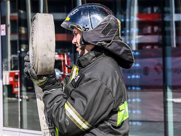 Пожарные эвакуировали 20 жителей Петербурга
