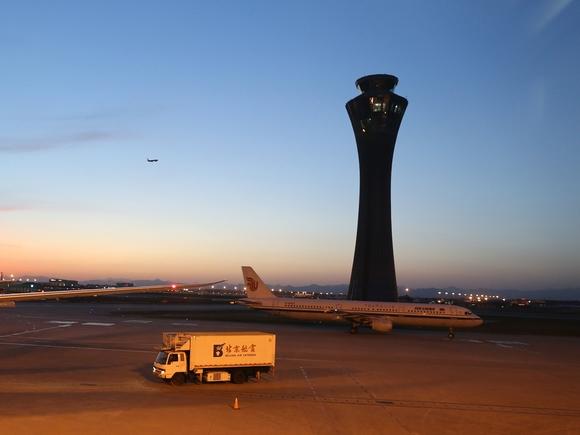 Китай за три года намерен построить 30 аэропортов и 25 тыс. км скоростных автотрасс