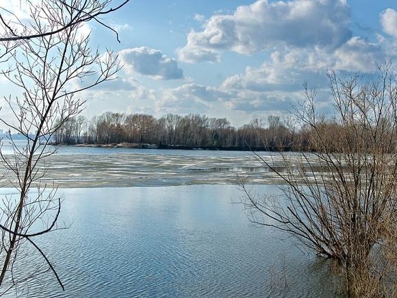 В Краснодарском крае в реку упал УАЗ с семьей — двое из пяти человек погибли, пропал ребенок