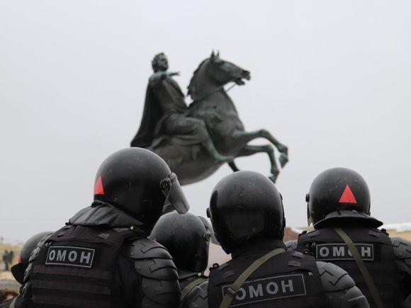 Депутат о перекрытии Петербурга силовиками: Боятся любого чиха