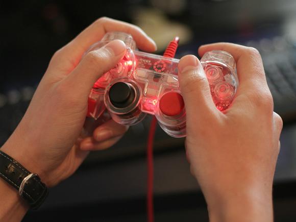 Ученые: Играющие в видеоигры мальчики реже впадают в депрессию, а девочки, увлекающиеся соцсетями, — чаще
