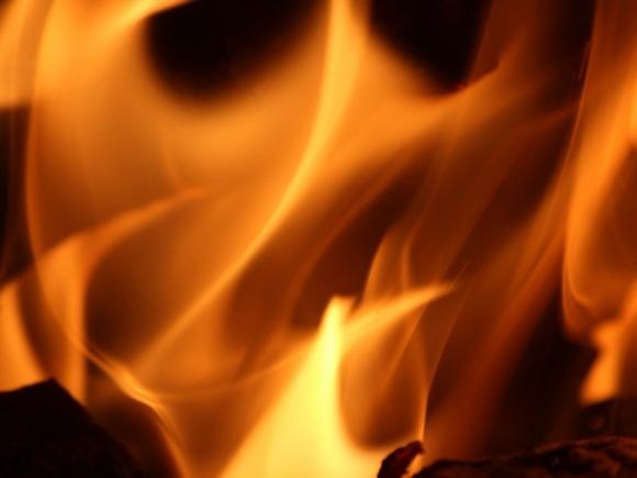 В Якутске сгорел деревянный жилой дом, погиб человек