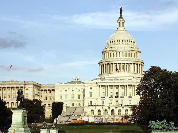 Импичмент Трампу поддержали десять конгрессменов-республиканцев