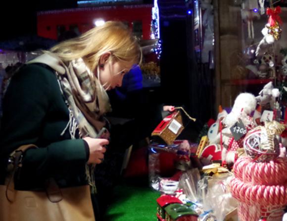 Стало известно, сколько россиян не успели купить подарки к Новому году