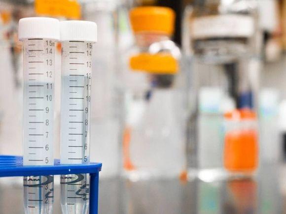 СМИ: Ополаскиватели для полости рта со специальным ингредиентом оказались эффективны против штамма коронавируса