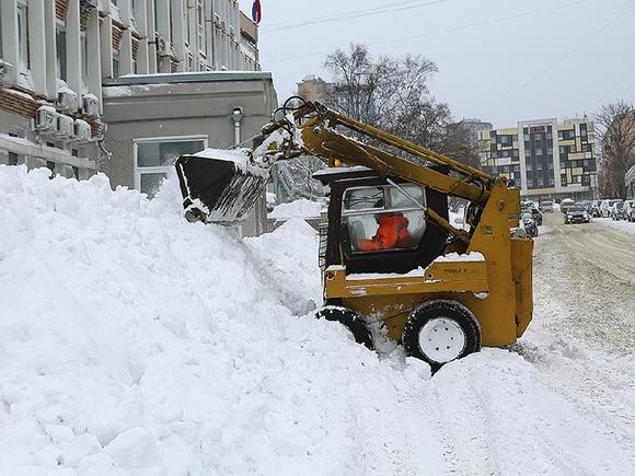В Приморье водитель снегоуборщика ударил ребенка ковшом, обругал и скрылся
