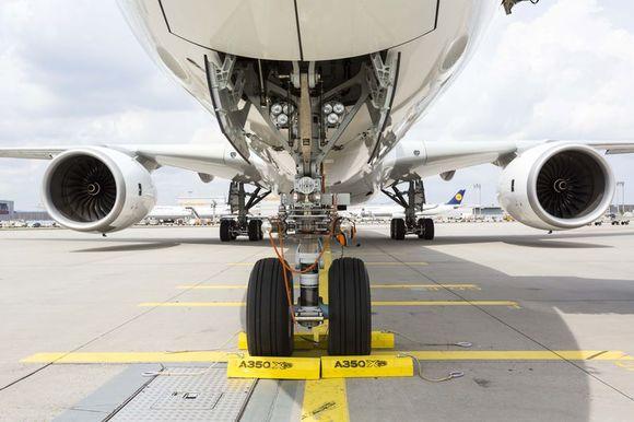 В Шереметьево приземлился пассажирский самолет с поврежденной стойкой шасси