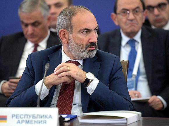 У посольства Армении в РФ устроили акцию протеста против визита Пашиняна в Москву
