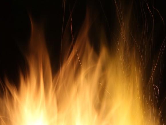 В Якутске два человека погибли при пожаре в многоквартирном доме