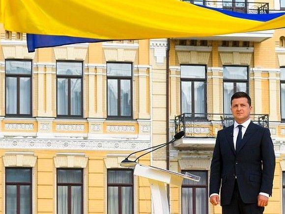 Зеленский: Украина, может быть, и меньше США, но независима