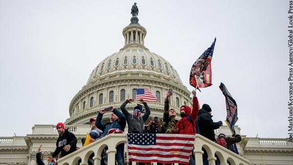Опрос: Почти половина республиканцев поддерживает захват Капитолия