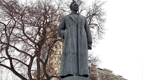 Мнения: Памятник Ивану-дураку на Лубянке не снесут