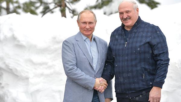 Лукашенко поблагодарил Путина за помощь белорусской экономике