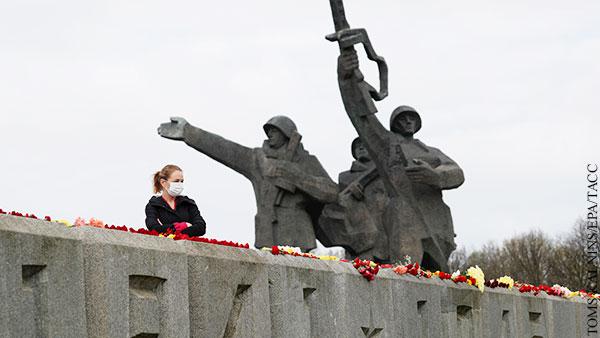 В мире: Как спасти советские монументы в Прибалтике