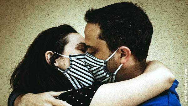 В Москве посетителей ночных клубов обязали танцевать в масках