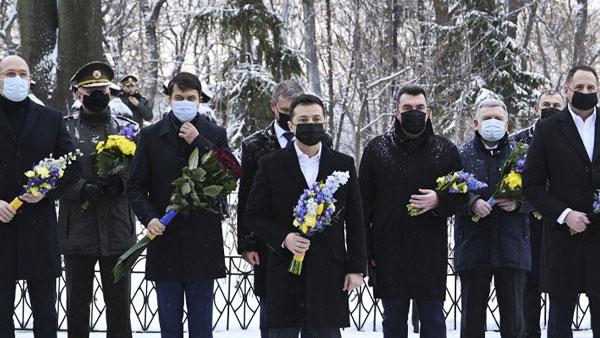 Зеленскому посоветовали не возлагать цветы к Могиле Неизвестного Солдата в Киеве