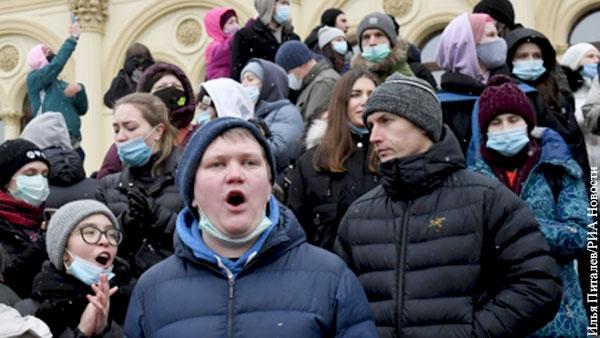 Политика: Почему Россия избежала «белорусского сценария»