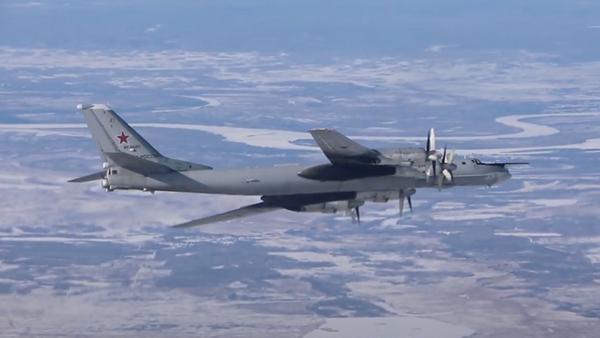 Минобороны показало полет бомбардировщика из ядерной триады