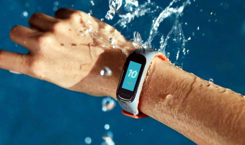 OnePlus представила свой первый фитнес-браслет