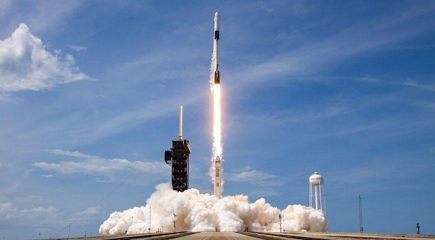 SpaceX Falcon 9 запустил более 100 спутников за один раз