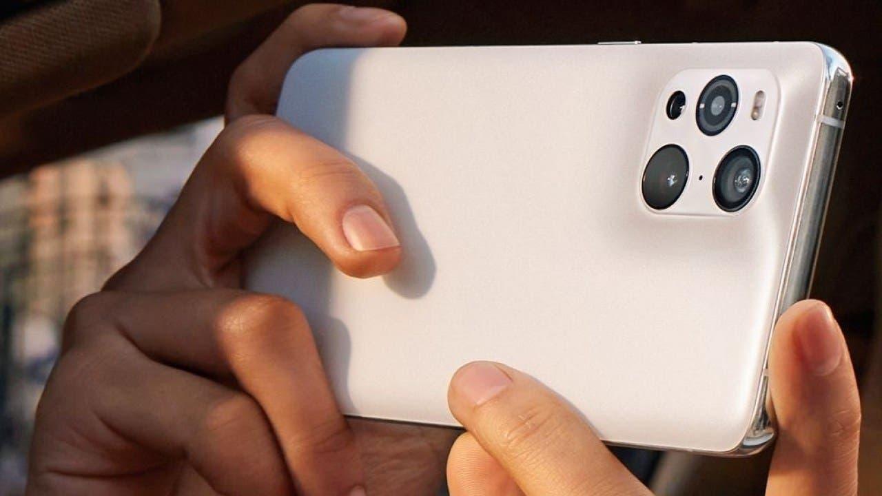 В сеть слили живые фото Oppo Find X3, напоминающие iPhone 12