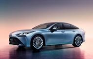 Toyota представила экологичный седан на водороде
