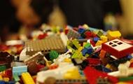 Кубик Лего за месяц: ученые выяснили, сколько пластика съедает человек