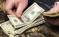 В начале года украинцы больше продают валюты, чем покупают