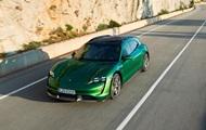Porsche представил четыре модели электроспорткара