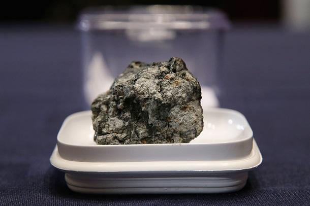 Падение метеоритов. К чему приводит их изучение