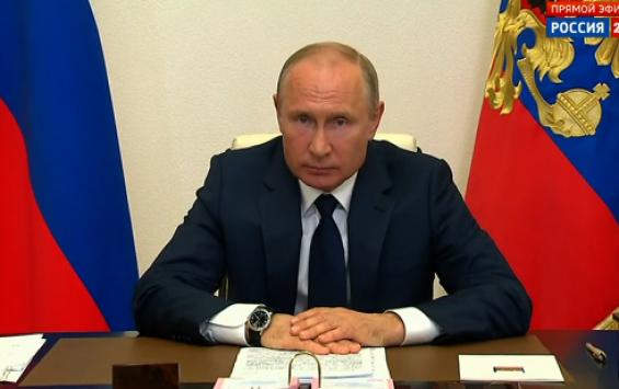 Владимир Путин поручил удвоить выплаты медикам, лечащим пациентов с коронавирусом в праздники