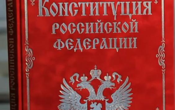 Скульптор предложил установить памятник Конституции в Курске