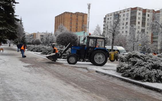 В Курске дороги ото льда чистили ночью