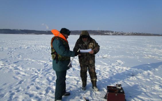 Курские спасатели просят рыбаков не посещать водоемы из-за аномального холода