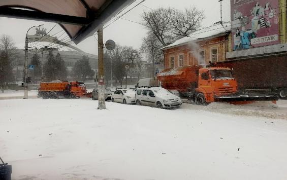 Отмена школьных занятий и эвакуация машин: как регион переживает снегопад