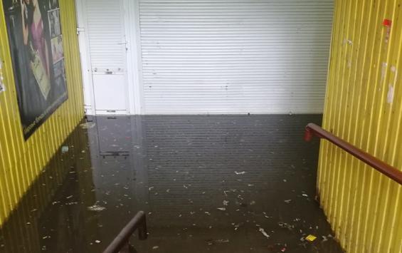 Власти ликвидируют потоп в подземном переходе