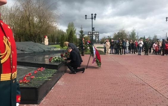 В Курске прошла церемония возложения цветов к могиле Неизвестного солдата