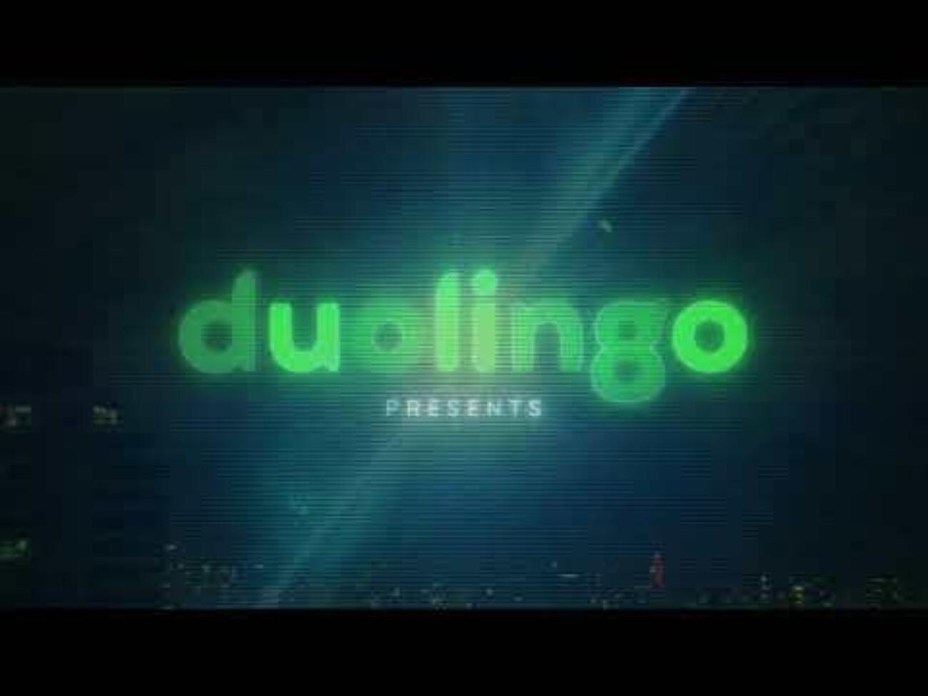 «Неигнорируемые пуши»: Duolingo напомнил пользователям о пропущенных уроках с помощью огромных уведомлений на зданиях