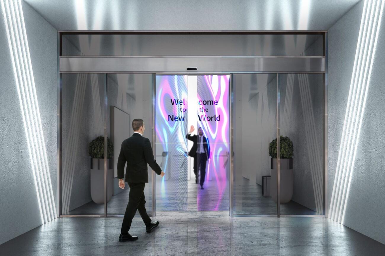 LG анонсировала автоматические раздвижные двери со встроенными OLED-дисплеями для бизнеса