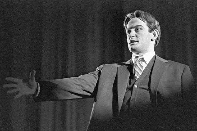 Умер Василий Лановой — главный красавец советского кино, воплотивший на экране миф о революции. Вспоминаем главные роли народного артиста