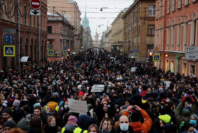 Протесты 31 января. Главное. На улицы снова вышли тысячи людей. Их били дубинками и электрошокерами, запугивали табельным оружием и разгоняли газом