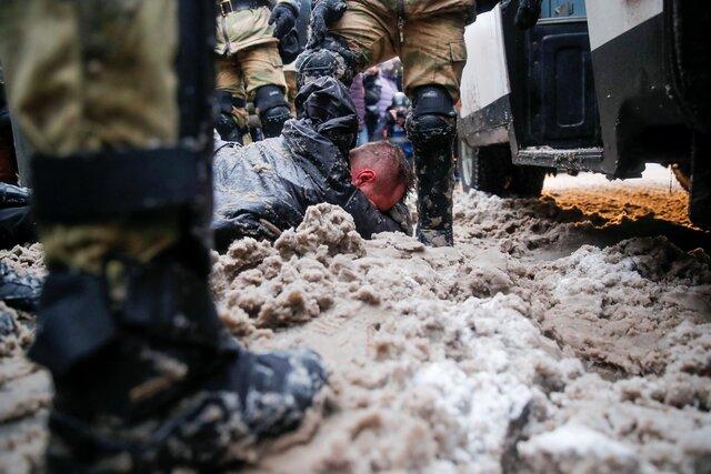 Никогда в России не задерживали столько людей — так говорили неделю назад. Но теперь задержанных еще больше. Главные фотографии 31 января 2021 года