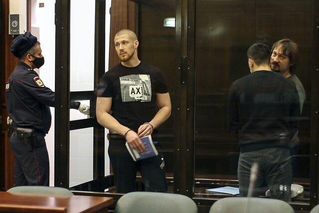 Оперативники УВД по ЗАО (возможно) подбросили Голунову наркотики за 60 секунд. Об этом стало известно из видео с камер наблюдения. Краткий репортаж с заседания суда