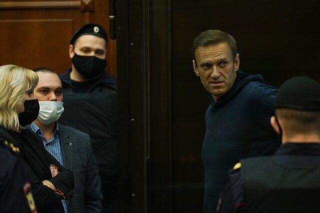 Суд отправил Навального в колонию. Главное
