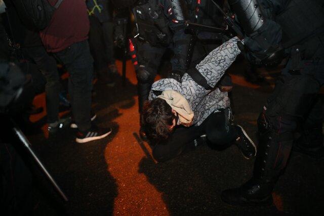 Как люди протестовали в Москве после приговора Навальному — и как полиция их избивала и задерживала. Самые показательные видео