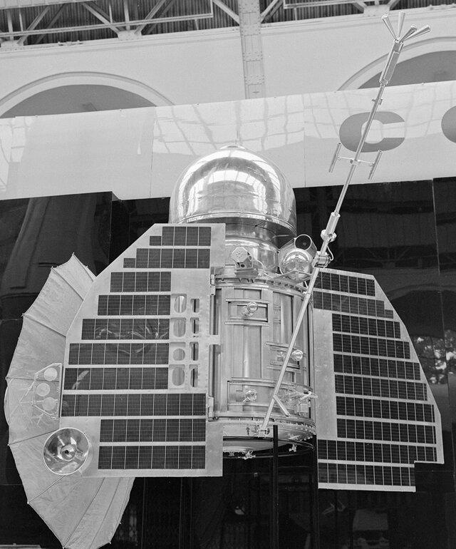 60 лет назад СССР отправил к Венере первый в мире исследовательский аппарат — в надежде найти жизнь. Рассказываем, почему Венера и сейчас круче Марса — и почему ее зря все забыли