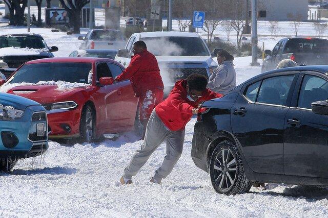 В южных штатах США — рекордные морозы. Миллионы людей на несколько дней остались без воды, тепла и света