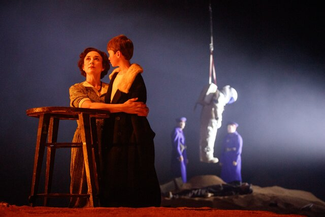 «Три толстяка» — в БДТ вышел новый эпизод зрелищного театрального сериала Андрея Могучего. Теперь вместо сказки — почти реальная история (очень страшная)